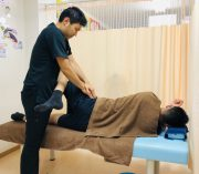 股関節の動きを瞬時に変える手技!